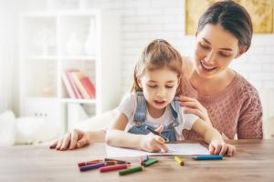 mom helping child with homework children's stuttering speecheasy